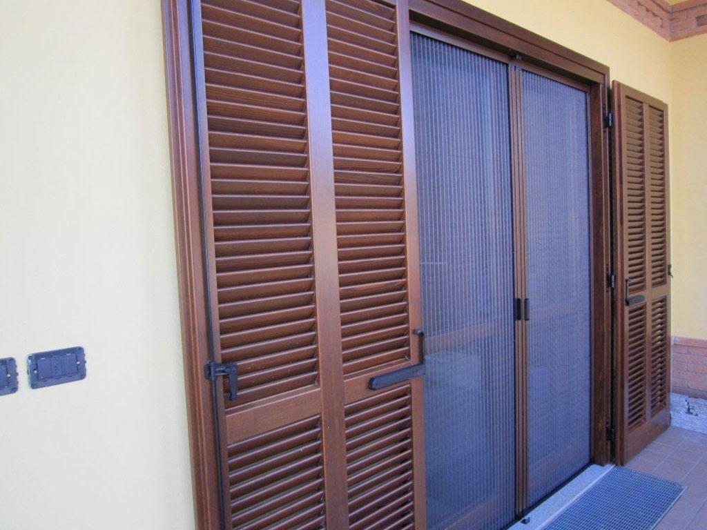 Ampia gamma di zanzariere coccia c - Zanzariere per finestre genova ...