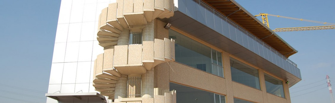 Edificio commerciale a Varedo