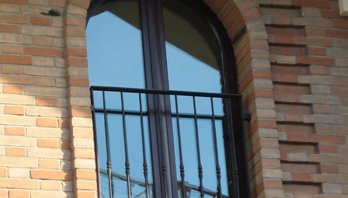 Produzione e posa infissi in alluminio ditta coccia c - Parapetto finestra ...