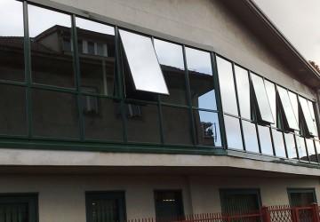 finestre-in-alluminio-con-vetro-riflettente-como
