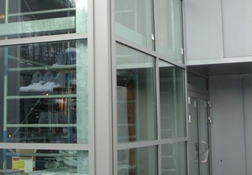 impennata-in-alluminio-anodizzato-argento vano-scala